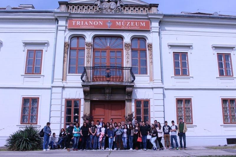 HAT-15-06-0041-037-varpalota-trianon muzeum-latogatas