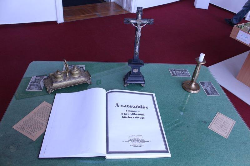 HAT-15-06-0041-038-varpalota-trianon muzeum-latogatas